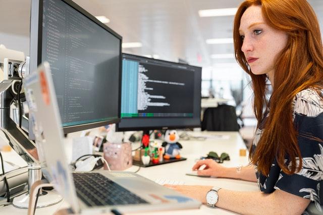 Administración de Empresas, Ingeniería Informática y Economía son algunas de las carrera con mayor demanda laboral